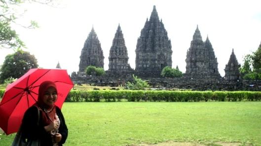 Di depan Candi Prambanan
