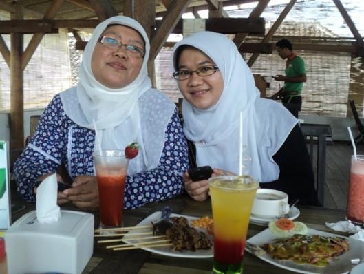 mbak dan sisil, lunch di foodfezt