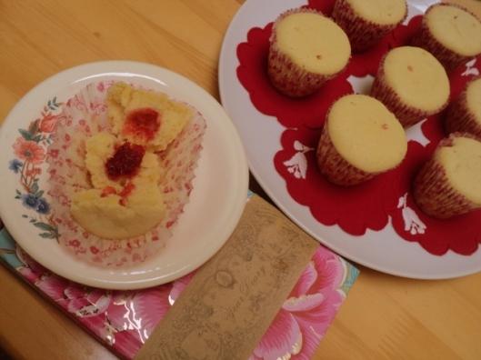 yoghurt strawberry muffin