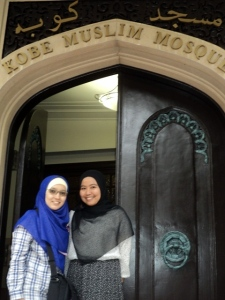 bareng Aiya, sahabat baru di sini :) junior di UGM tapi beda program magister :)