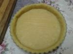 nyetak pie crust di loyang pie (loyang nya dari daisso nya teramachi niy :D )