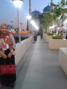 Foto dulu sebelum shalat di mesjid Amirul Mukminin