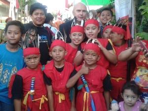 anak-anak kampung kassi-kassi yang ikut antusias menyambut delegasi asean mayor forum