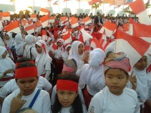 2000 anak - anak makassar ikut memeriahkan penandatanganan deklarasi makassar