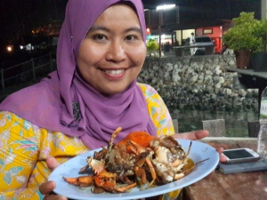 a very late dinner next to the port with Yenni *abaikan maskara yg bikin mata panda semakin gelapsss hehe*