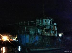 dinner dengan view kapal tua ini